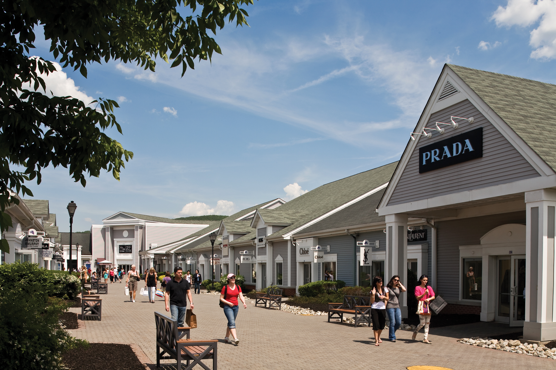 New York Malls and Outlets Whether you're looking for bargains on big-name brands or an all-day shopping-entertainment experience, New York's malls and outlets .